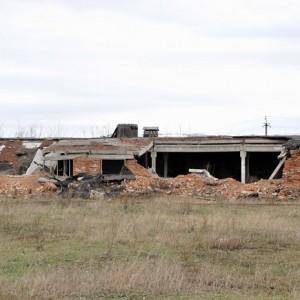 Такие останки от животноводческих ферм советского периода ныне можно встретить во многих районах Оренбуржья