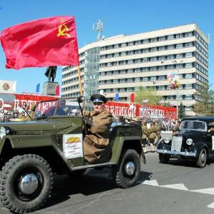 Юрий Бельков на центральной площади Оренбурга