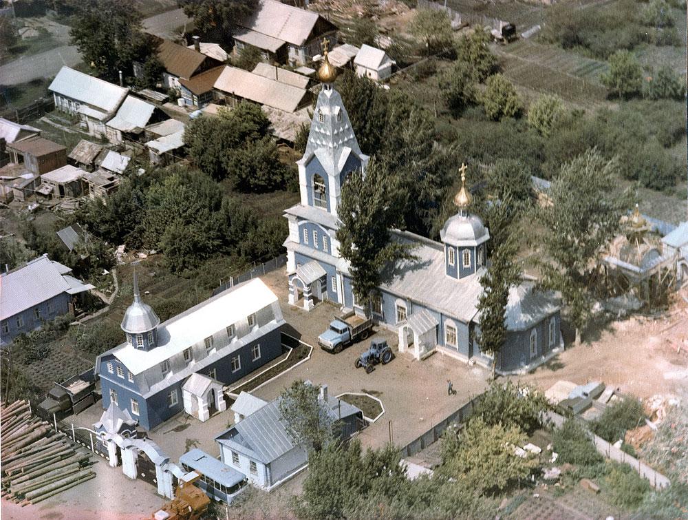 Симеоновский храм и воскресная школа. 1994 год