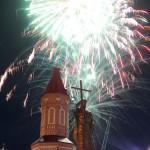 Завершились торжества празничным салютом около полуночи
