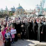 Священнослужители, насельники, и сотрудники Обители Милосердия в Свелый Четверг 2015 года